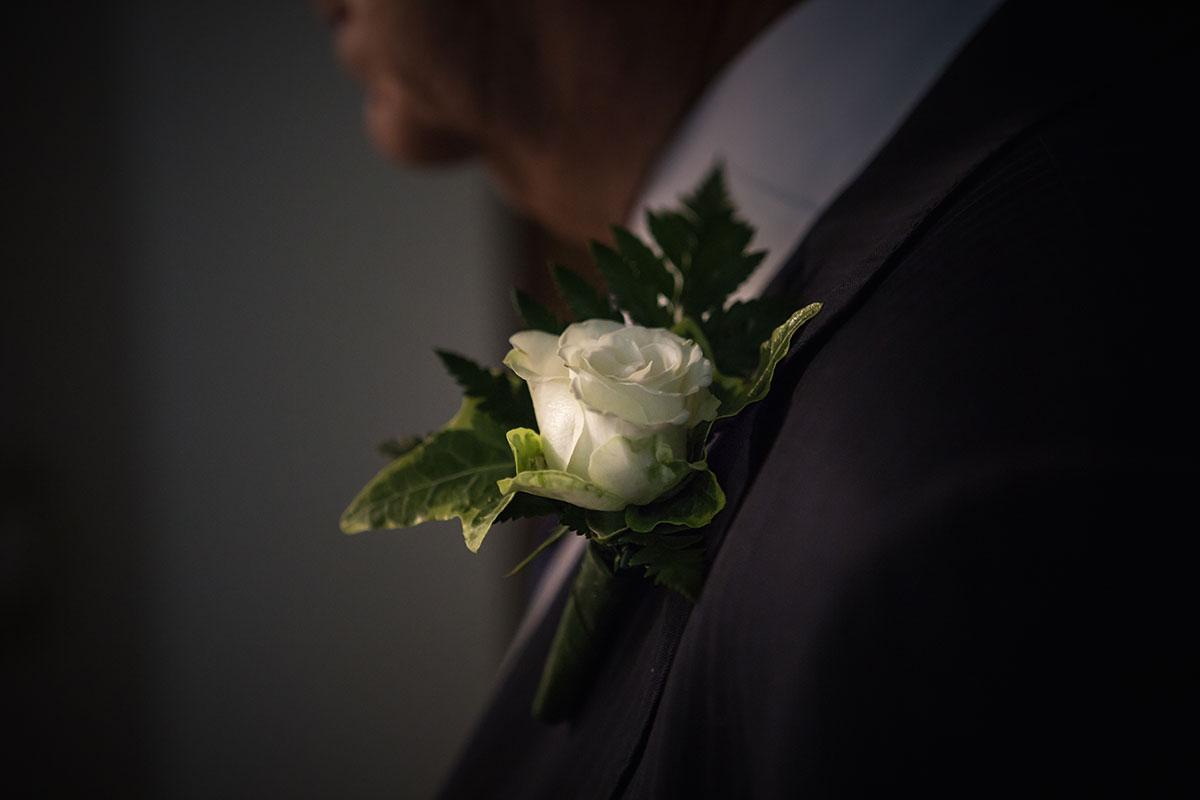foto dei preparativi per il matrimonio a padova, il vestito dello sposo